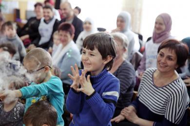 Мусульмани привезли дітям Прилуцького реабцентру 70 пар нового взуття, хімічні досліди і виставу про дружбу