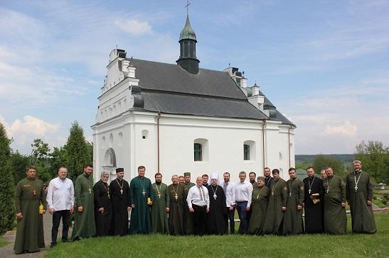 У гетьманській церкві археологів благословили на розкопки місця поховання Хмельницького