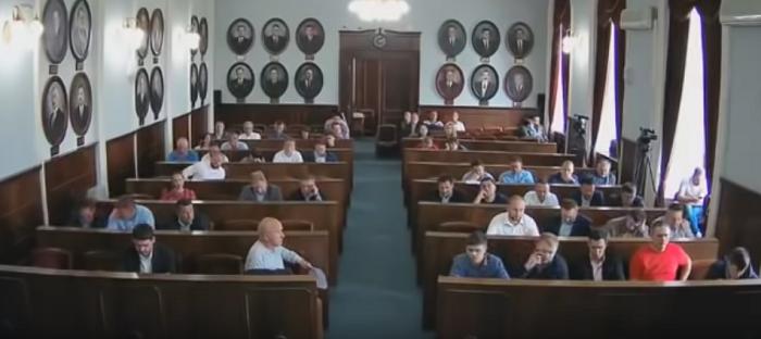 Міськрада Чернівців запровадила громадські слухання перед проведенням ЛГБТ-заходів