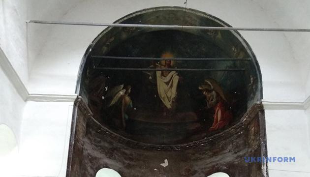 У ніжинському храмі ПЦУ проявляються старовинні розписи