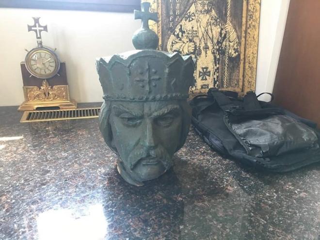 Українському собору у Вінніпезі повернули голову статуї св. Володимира