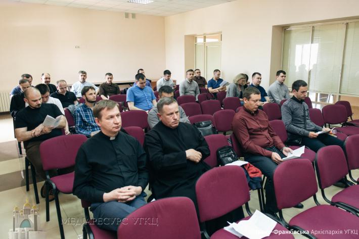 На Івано-Франківщині священиків УГКЦ навчають створювати біблійні групи серед вірян