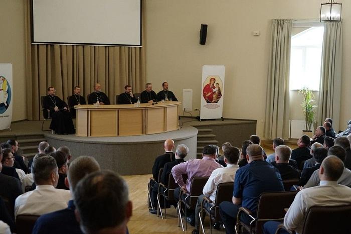 УГКЦ створює курси вдосконалення для ченців і формує братства священиків