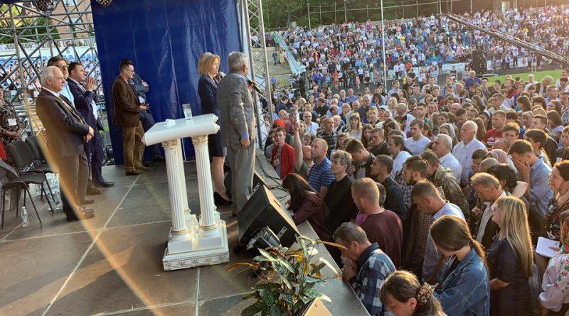 Бывший лидер нью-йоркской банды помолился в кабинете главы Черновицкой обладминистрации