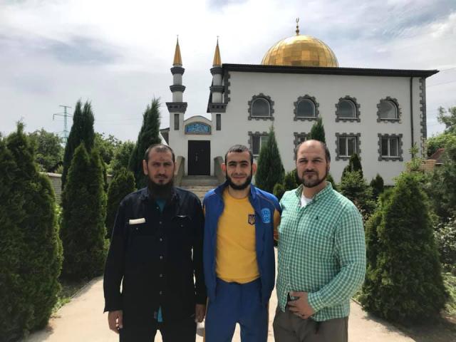 Повернувшись до України, призер етапу Кубку світу з кікбоксингу одразу вирушив до мечеті