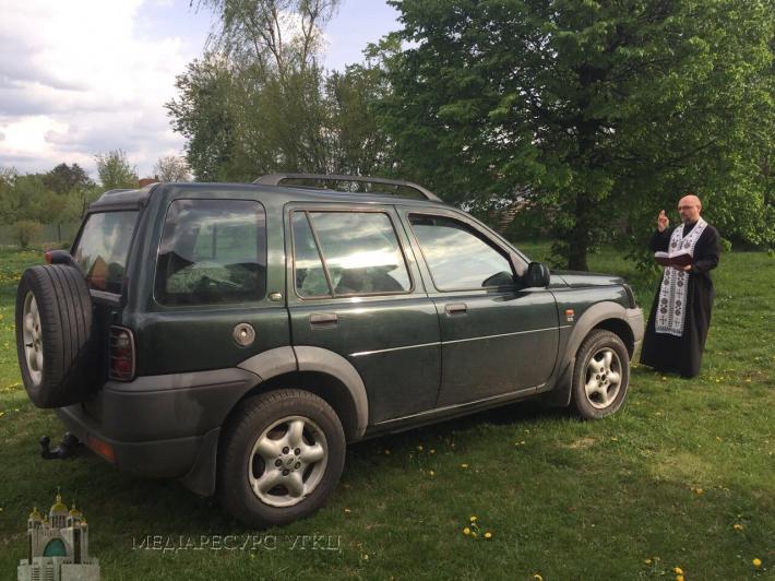 Греко-католики передали українським військовим чотири автомобілі