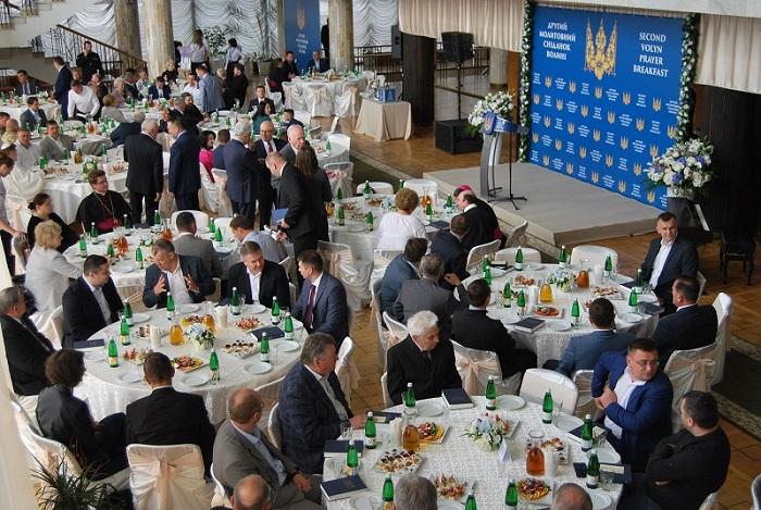 На молитовному сніданку у Луцьку зібрали гроші на обладнання для обласного перинатального центру