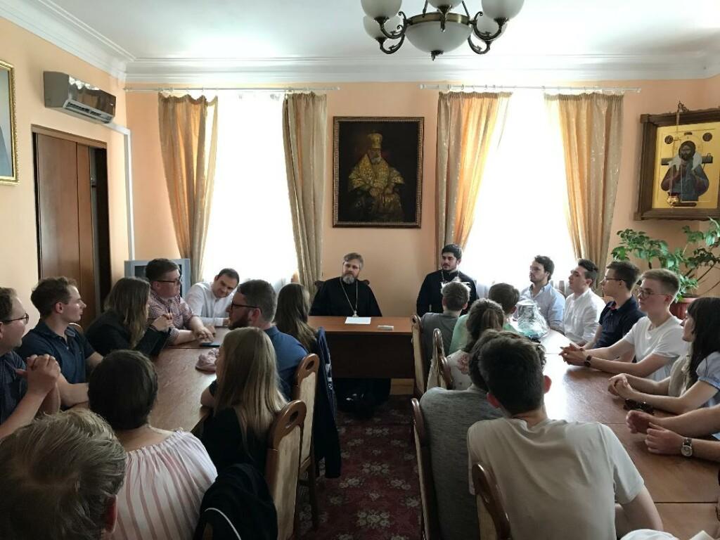 Спікер УПЦ (МП) розповів молоді з Німеччини про допомогу військовослужбовцям