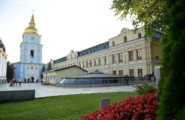Закарпатська єпархія ПЦУ підтримала Епіфанія, а Київська академія ПЦУ відраховує студентів, що підтримали Філарета