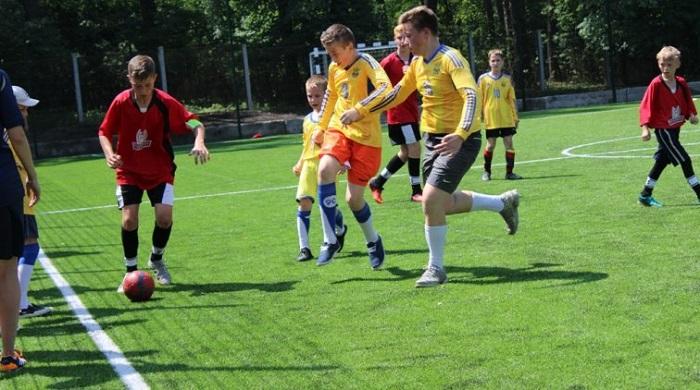 Українські футболісти привітали відкриття римо-католиками футбольного майданчика на Житомирщині