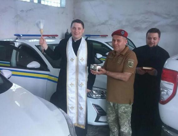 Капелан УГКЦ благословив транспорт військовослужбовців