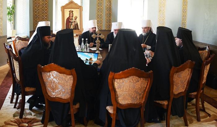 Синод позбавив Філарета прав на Київську єпархію і виключив двох єпископів зі складу єпископату