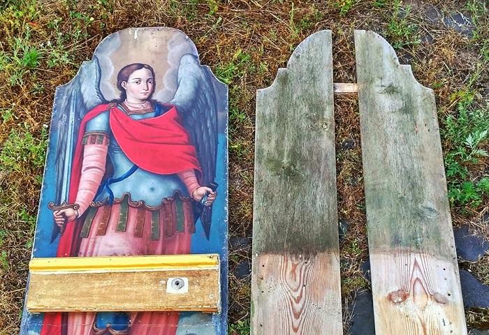 Віряни УПЦ (МП) розібрали і спалили церкву 18 ст. — ікони намагається врятувати реставратор