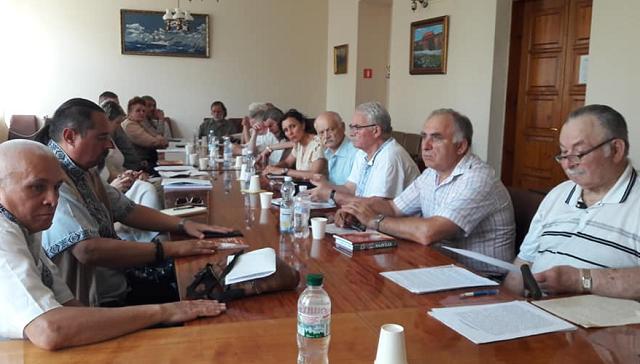 Філарет скликає помісний собор УПЦ КП. Його дії обговорюють на двох форумах у Києві