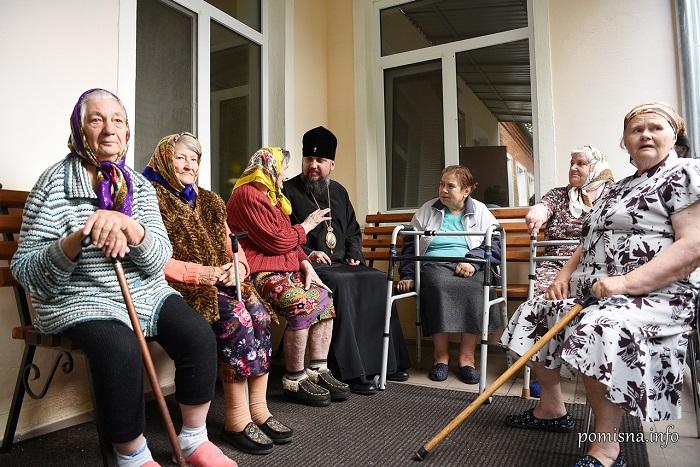 Глава ПЦУ відвідав сільський будинок престарілих