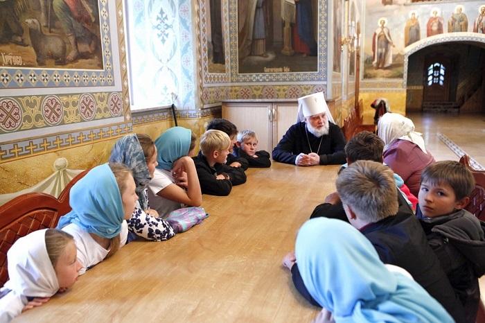 Вихованці дитячого будинку з Казахстану більше тижня провели в Почаївській лаврі