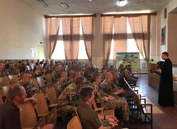 Священик УГКЦ представив курсантам академії сухопутних військ діяльність військових капеланів