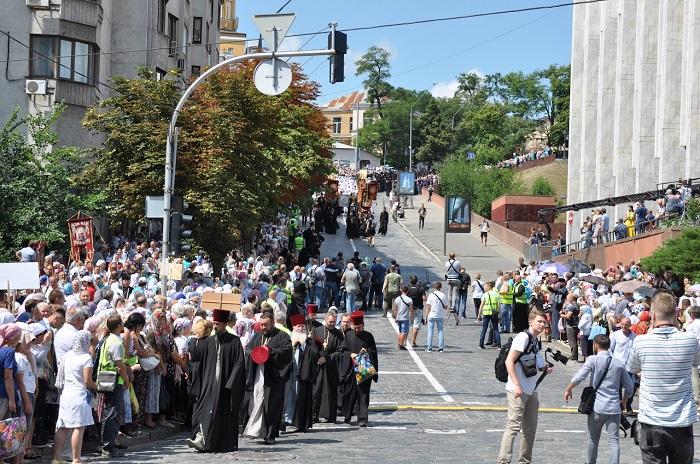 Хресні ходи ПЦУ та УПЦ (МП) зібрали 15-30 тисяч учасників та єпископів з кількох помісних церков