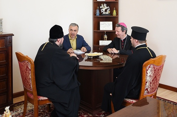 Глава ПЦУ зустрівся з єпископом Дідьє Берте під час роботи Київського літнього богословського інституту