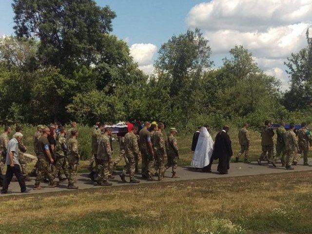 Священники УПЦ (МП) звершили чин відспівування загиблого воїна ООС