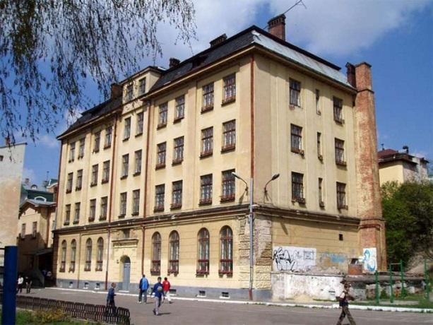 Мерія Львова передає Центру опіки сиріт УГКЦ приміщення колишньої школи-інтернату