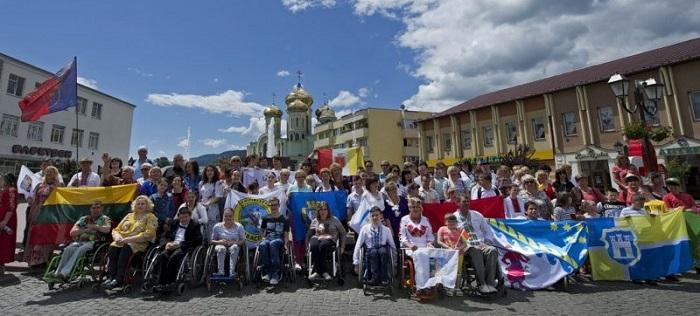 Христианка из Украины за 10 лет помогла 4 000 людям с инвалидностью из нескольких стран