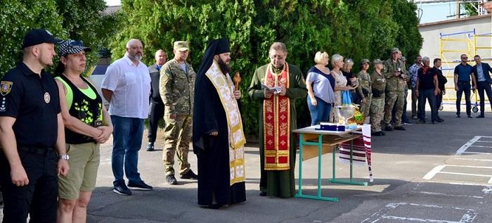 Єпископ ПЦУ благословив чергову ротацію одеських поліцейських в зону проведення ООС