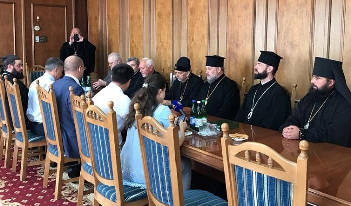 Духовенство та очільник Івано-Франківщини обговорили питання відновлення церков, мостів і доріг