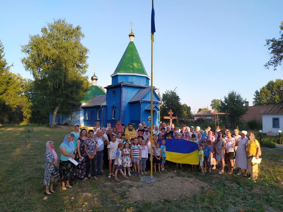 На Вінниччині прибічники УПЦ (МП) зняли український прапор біля храму
