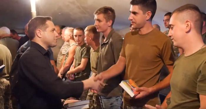 Українське Біблійне Товариство роздало морським піхотинцям у зоні ООС спеціалізовані видання Біблії