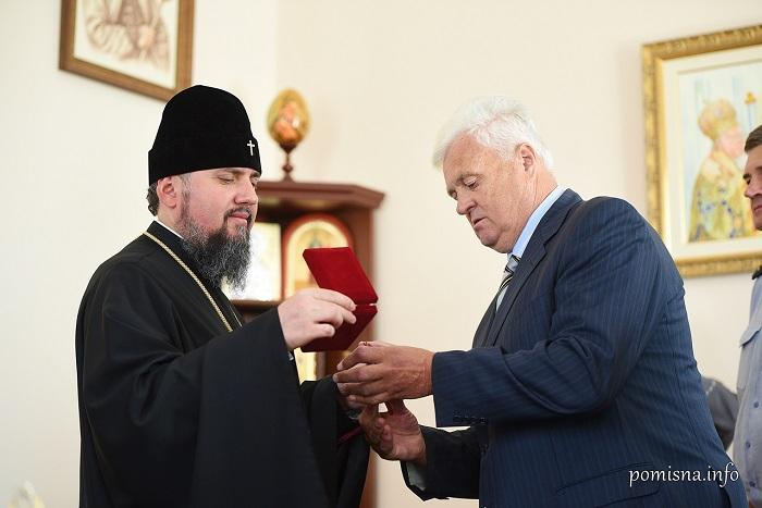 """Пожежники нагородили главу ПЦУ орденом """"Неопалима купина"""""""
