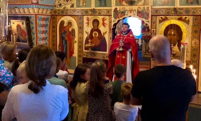 Звільнені з полону українські моряки завітали до храму ПЦУ