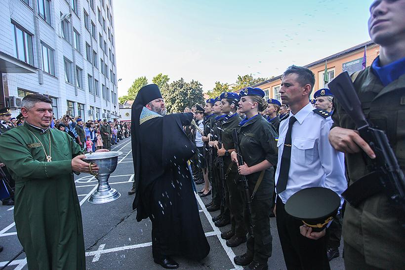 Єпископ ПЦУ в Харкові благословив присягу майбутніх офіцерів Нацгвардії