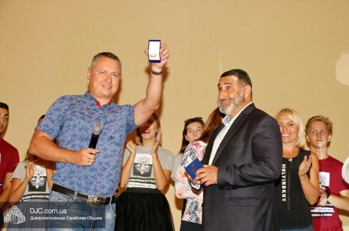 Лидер Федерации универсального монотеизма награжден Днипропетровским областным советом за развитие духовности