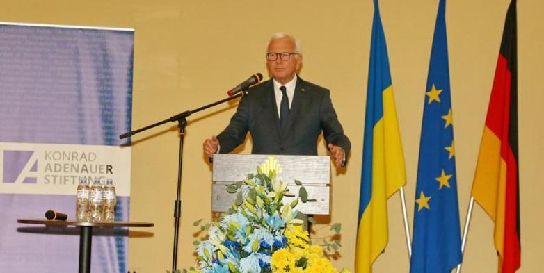 Екс-голова Європарламенту виступив у Дніпрі на конференції «Українсько-німецької історичної комісії»