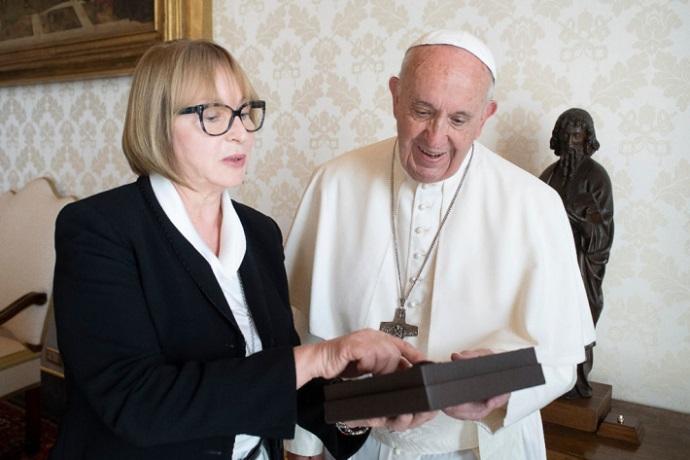 Посол України розповіла папі Франциску про роботу Українського католицького університету