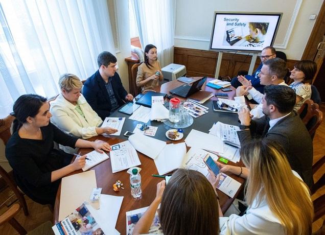 Міністерства об'єднають зусилля для розробки захисту українських дітей від онлайн-загроз