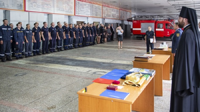 Священники УПЦ (МП) нагородили рятувальників МНС