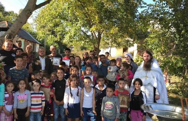 У Мукачеві єпархія УПЦ (МП) вперше здійснила масове хрещення ромських дітей