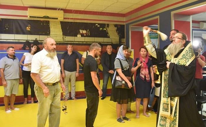 Митрополит УПЦ (МП) освятив спортзал для боксерів у Запоріжжі
