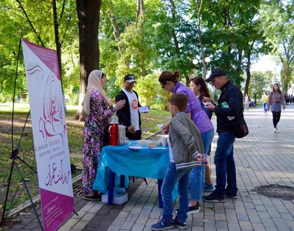 Від акції «Я люблю Ісуса, тому що я мусульманин» київські мусульмани перейшли до акції «Я люблю Марію, тому що я мусульманка»