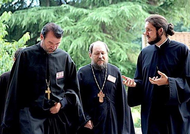 Єпископи РПЦ, УПЦ (МП) і Константинополя разом беруть участь в екуменічній конференції в Бозе