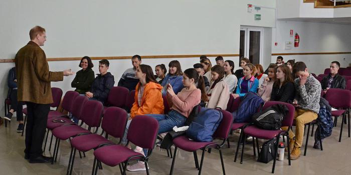 """Екс-редактор """"Moscow Times"""" ділився досвідом зі студентами-адвентистами України"""