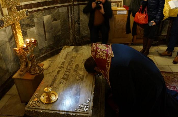 Єпископ УПЦ (МП) вшанував у Болгарії суперечливого архієпископа-націоналіста