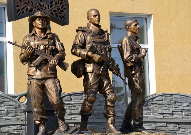 Духовенство УГКЦ освятило у Коломиї меморіал «Кожному поколінню своя війна…», а у Стрию вшанувало 60-річчя загибелі Бандери