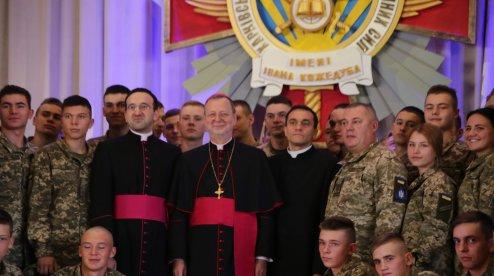 Курсанты университета Воздушных Сил Украины забросали апостольского нунция вопросами