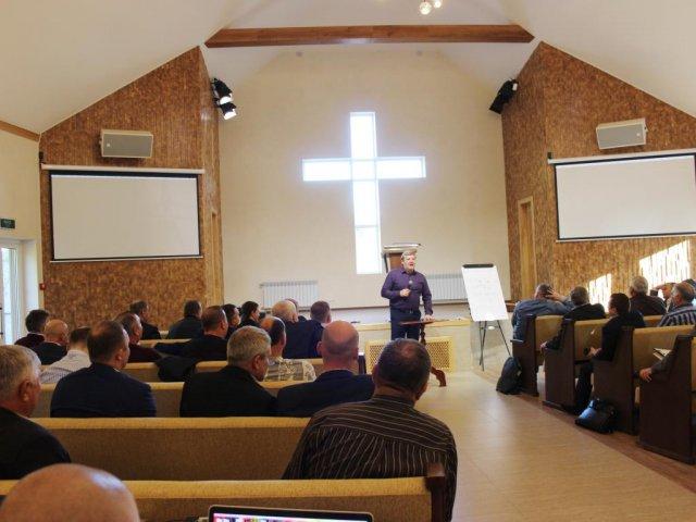 П'ятидесятники України обговорили «підводні камені» наставництва і кризового душеопікунства