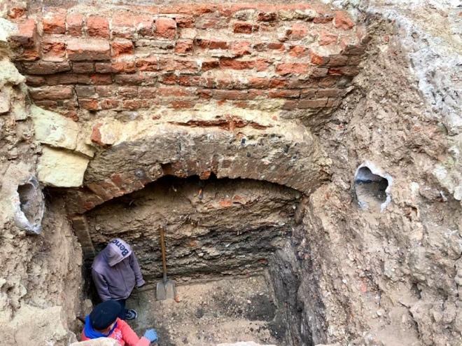 У Львові археологи знайшли монастирську крипту з людськими останками