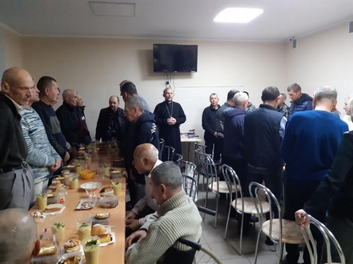 Єпископ УГКЦ відвідав центр для безпритульних у Харкові