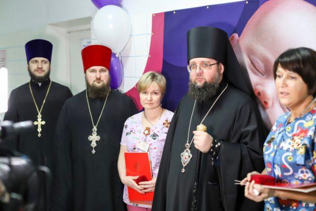УПЦ (МП) передала в Охматдит вартісне комп'ютерне медобладнання